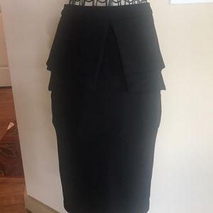 Agaci Black fitted skirt zipped up back